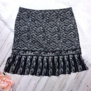 Sz Medium Black and White Skirt
